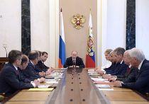 Владимир Путин проводит совещание с членами Совета безопасности РФ в Кремле