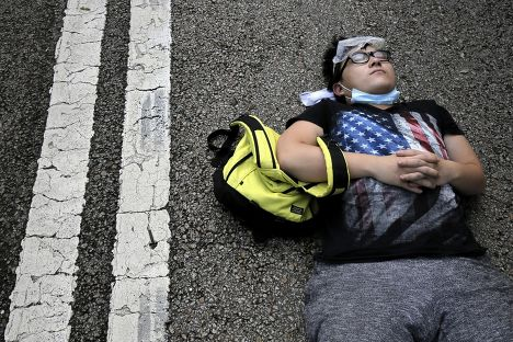 Протестующий на улице Гонконга