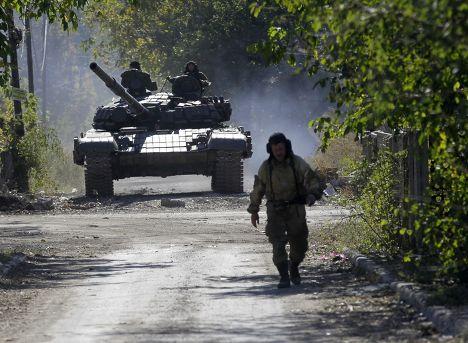 Пророссийские ополченцы рядом с аэропортом Донецка