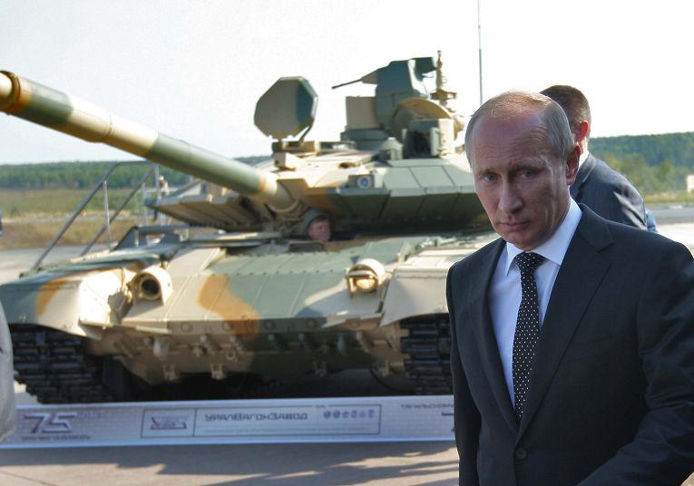 Владимир Путин осматривает танк Т-90АМ