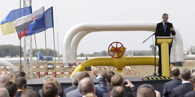 Премьер-министр Украины Арсений Яценюк на церемонии открытия реверса газа из Словакии