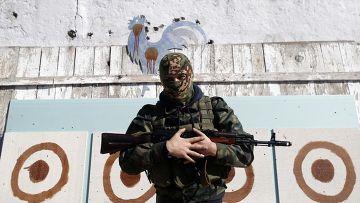 Выпивая с российскими солдатами в Луганске