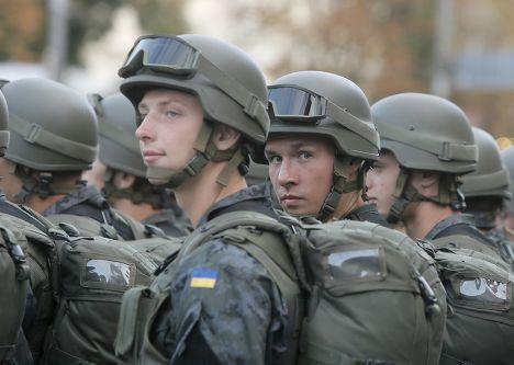 Украинские солдаты во время репетиции парада в центре Киева