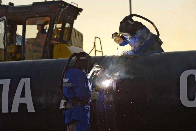 Сварка шва на церемонии соединения первого звена магистрального газопровода «Сила Сибири»