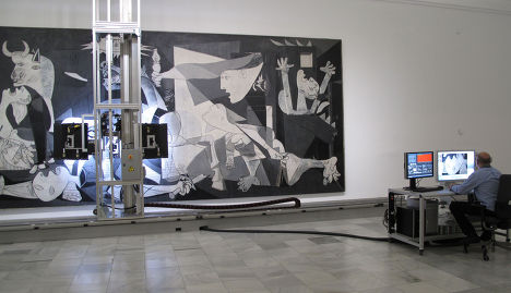 """Мадридский музей королевы Софии со следующей недели приступает к детальной фотосъемке картины Пикассо """"Герника"""" при помощи специального робота"""