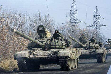 Танки ополченцев направляются в сторону Донецка