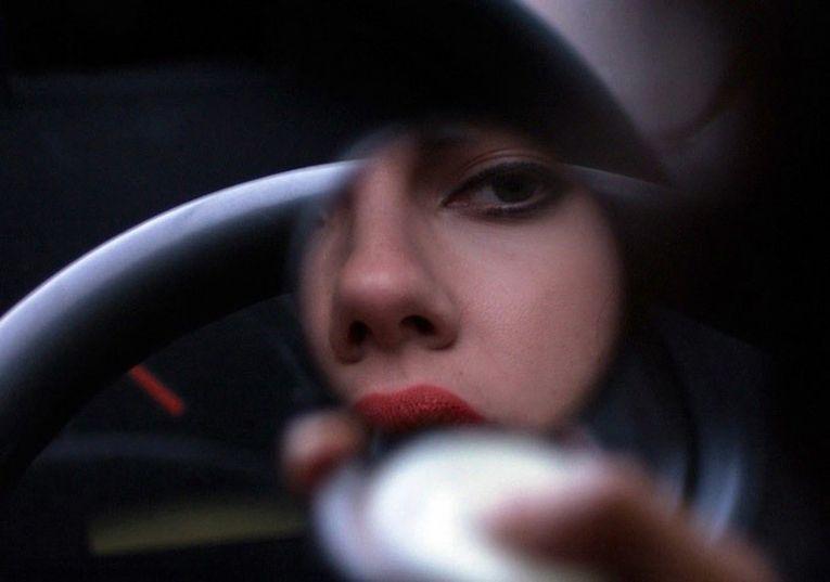 Кадр из фильма «Побудь в моей шкуре» («Под кожей»)