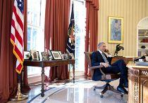 Барак Обама разговаривает по телефону с Аланом Гроссом