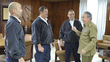 Кастро: пятерка героев уже на Родине
