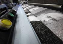 Изготовление гобелена с портретом премьер-министра РФ Владимира Путина на предприятии ОАО «Узор» в поселке Вырица Ленинградской области