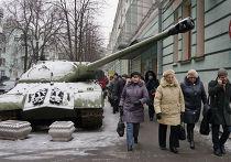 Танк пророссийских ополченцев на улице Киева