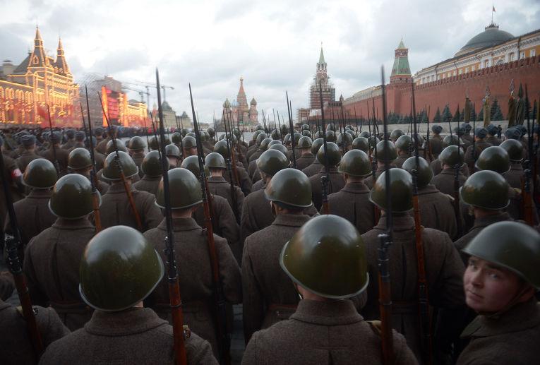 Репетиция торжественного марша, посвященного легендарному параду 1941 года