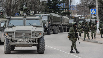 Солдаты в военной форме без знаков различия в Балаклаве
