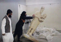 Сторонники Исламского государства разрушают скульптуры в музее Мосула