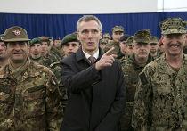 Генеральный секретарь НАТО Йенс Столтенберг и миротворцы НАТО в столице Косово Приштине