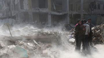 Разрушенные во время авиаударов здания в окрестностях Дамаска
