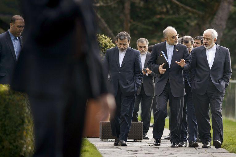Заместитель министра иностранных дел Ирана Аббас Арагчи, руководитель иранской Организации по атомной энергии Али Акбар Салехи и министр иностранных дел Ирана Джавад Зариф