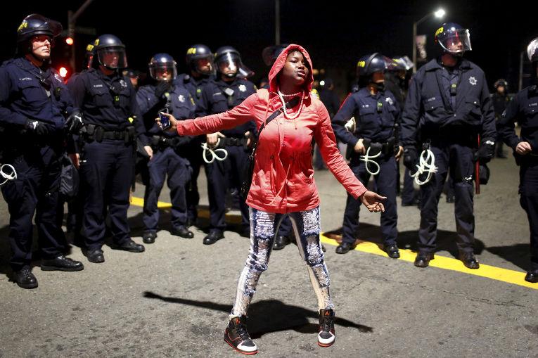 Демонстрация против полицейского насилия в Окленде, Калифорния