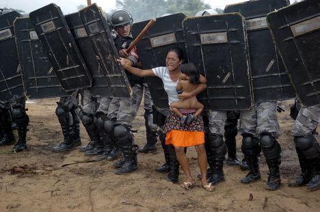 Протесты местных жителей в Манаусе, штат Амазонас, Бразилия