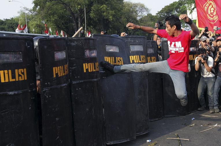 Акция протеста против увеличения цен на топливо в Джакарте