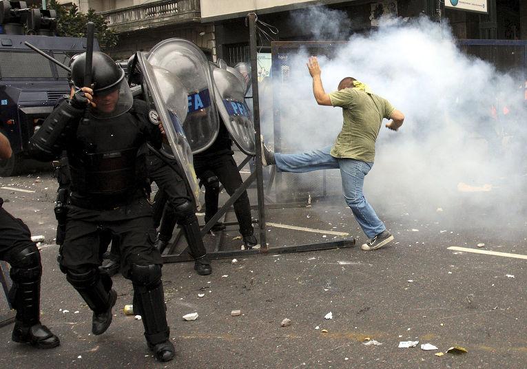 Акция протеста студентов Буэнос-Айреса против назначения нового ректора в университете