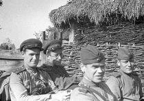Василий Гроссман с фронтовыми товарищами