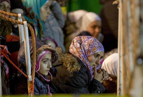 Операция по спасению потерпевших кораблекрушение мигрантов, город Поццалло, Сицилия