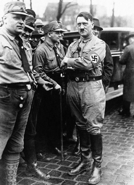 Лидер Национал-социалистической партии Германии Адольф Гитлер в 1930 году
