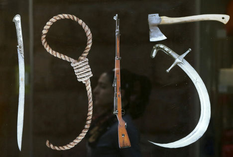 Плакат «Инструменты геноцида» в Ереване