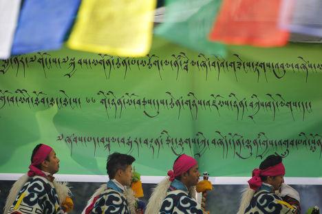 Тибетцы празднуют 25-летие вручения Далай-Ламе Нобелевской премии мира в Катманду, Непал
