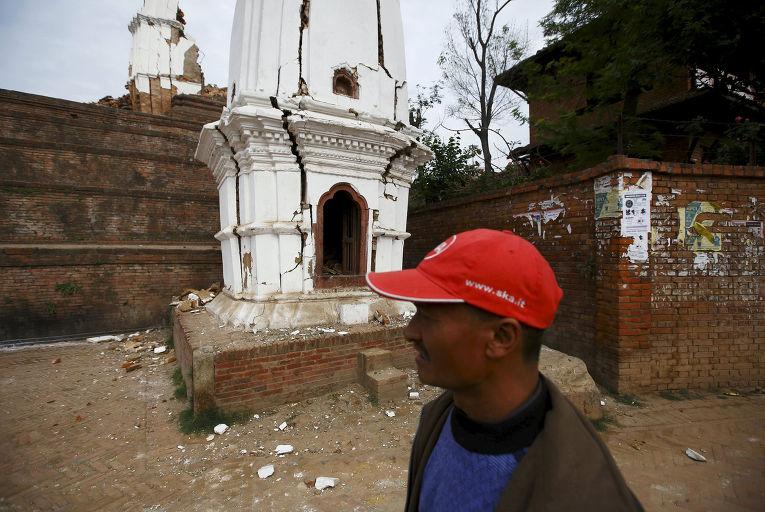 Разрушенный землетрясением храм в Бхактапуре, Непал
