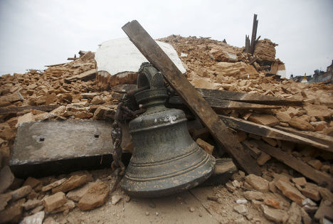 Разрушенный во время землетрясения храм в Катманду, Непал
