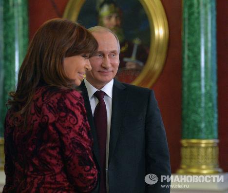 Владимир Путин и Кристина Киршнер после церемонии подписания совместных документов по итогам российско-аргентинских переговоров в Кремле