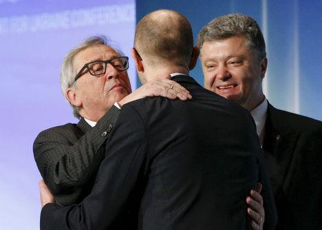 Арсений Яценюк, Петр Порошенко и Жанк-Клод Юнкер во время встречи в Киеве