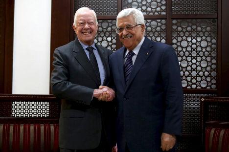 Бывший президент США Джимми Картер и президент Палестины Махмуд Аббас