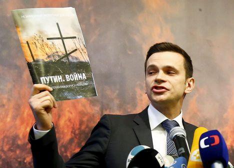 Илья Яшин с докладом Бориса Немцова «Путин. Война»