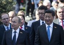 Владимир Путин и председатель КНР Си Цзиньпин перед парадом Победы в Москве