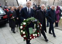Посол ЕС при РФ Вигаудас Ушацкас во время церемонии прощания с Борисом Немцовым в Сахаровском центре