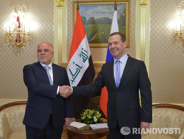Председатель правительства РФ Дмитрий Медведев во время встречи с премьер-министром Ирака Хайдаром аль-Абади