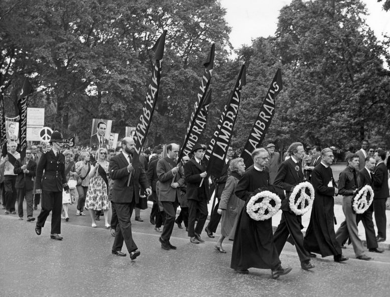 Митинг в Гайд-парке, организованный Кампанией за ядерное разоружение и посвященный памяти Григориса Ламбракиса, 7 июля 1963 года