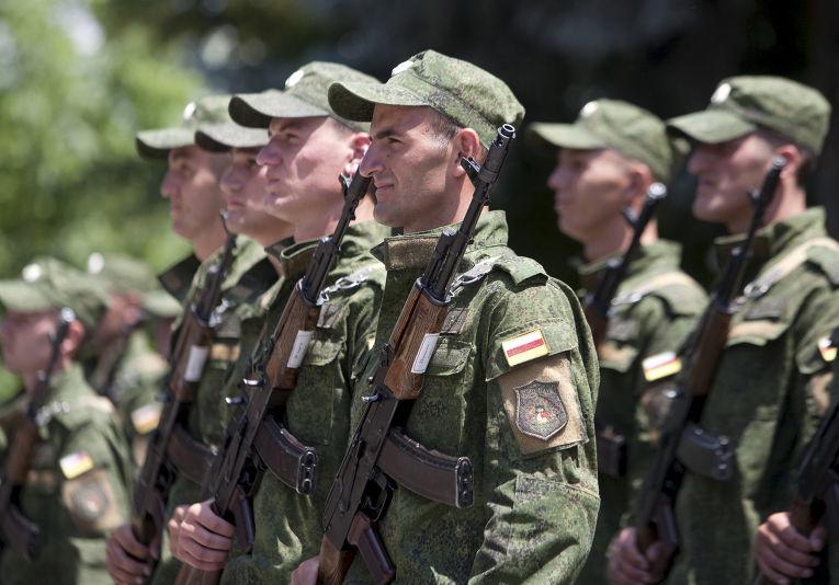 Солдаты вооруженных сил Южной Осетии