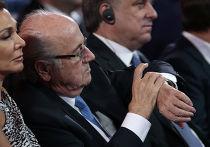Глава ФИФА Йозеф Блаттер на церемонии предварительной жеребьёвки ЧМ по футболу FIFA 2018 года в Константиновском дворце в Санкт-Петербурге