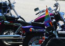 Радужный флаг на мотоцикле