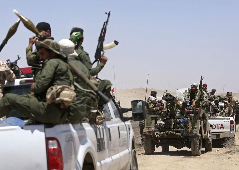 Бойцы организации Бадра патрулируют линию фронта в Кессаррате, 70 км от Багдада