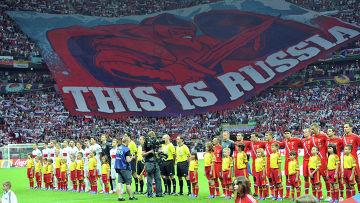 Сборные команды перед матчем группового этапа Чемпионата Европы по футболу между сборными командами Польши и России