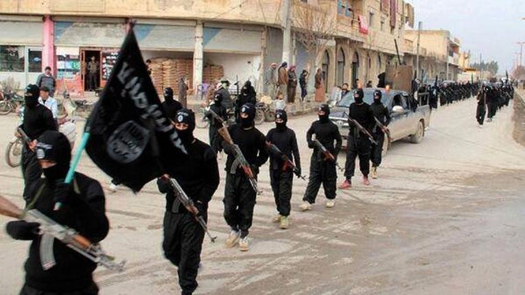 Боевики ИГИЛ во время парада в городе Ракка