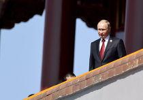 Владимир Путин перед началом парада на площади Тяньаньмэнь