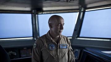 Контр-адмирал Рой Келли на борту авианосца «Теодор Рузвельт»