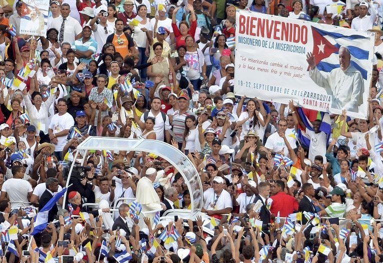 Папамобиль на площади Революции в Гаване