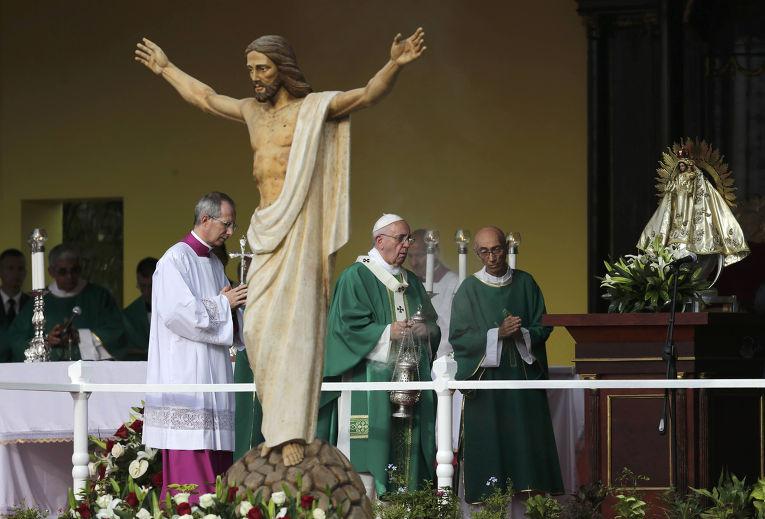 Папа Франциск служит мессу на площади Революции в Гаване